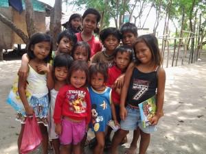 The kids of Isla Solomon happily receive inspirational books.